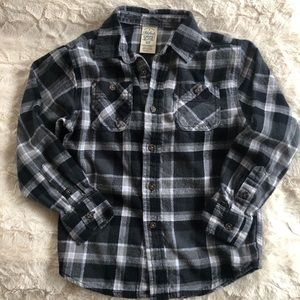 Button up Flannel. Black and White w/ pockets. 6-7